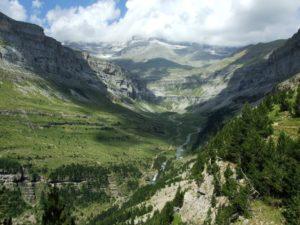 Talkessel des Ordesa-Nationalparks mit dem Gebirgsmassiv des Monte Perdido