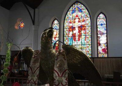 Ein Adler in der Kirche