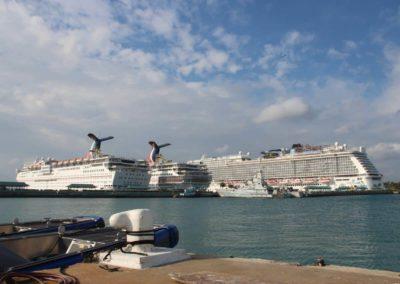Kreuzfahrtschiffe vor Nassau
