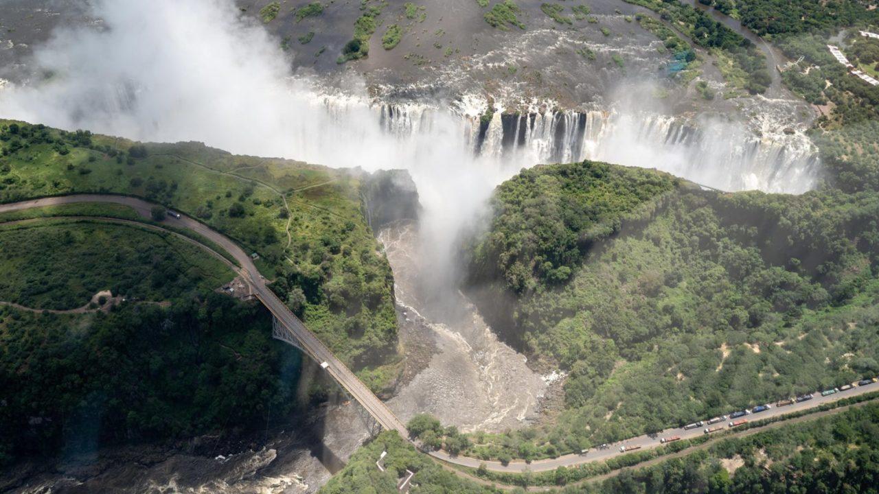 Wasserfälle mit Regenwald aus der Luft