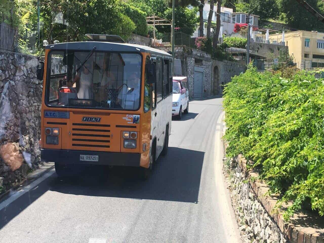 Autoverkehr in Italien oder: da passt immer noch eine Vespa dazwischen