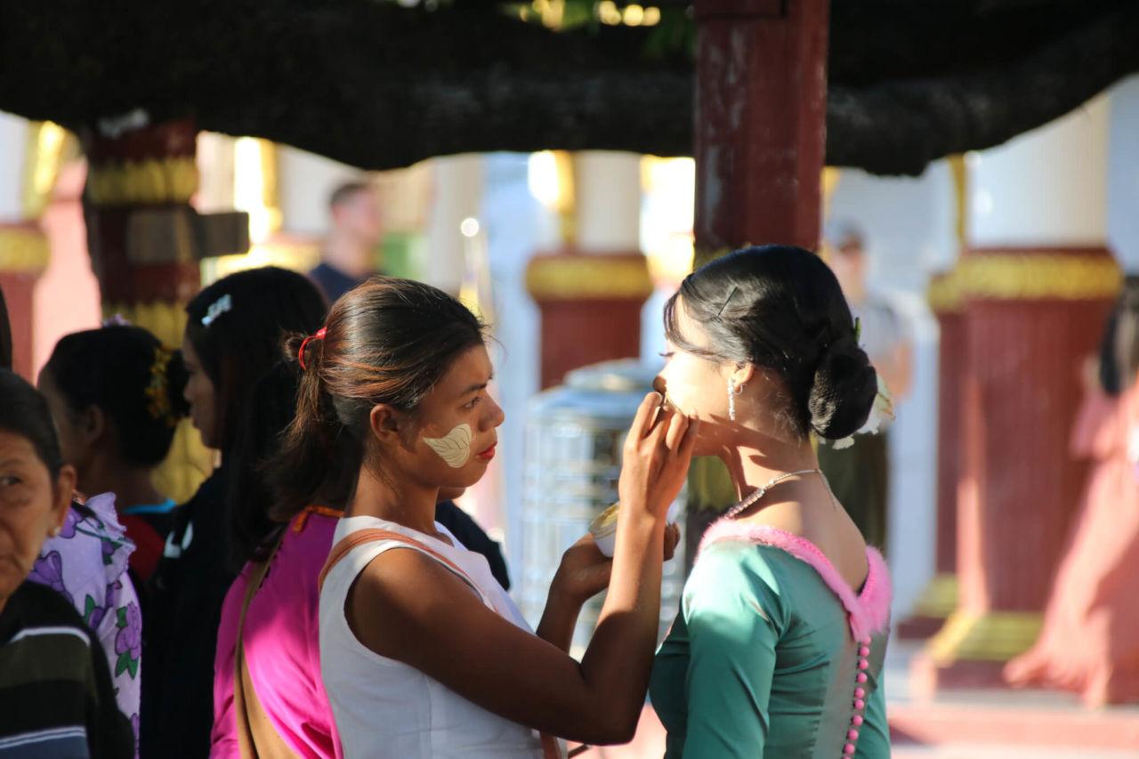 2 burmesische Frauen