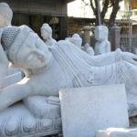 Weiße Buddhafiguren aus Marmor